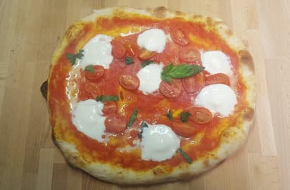 pizza-bufalina-pomodorini-datterini-bufala-basilico-san-marzano-dop-meridiana-pizzascrocchiarella